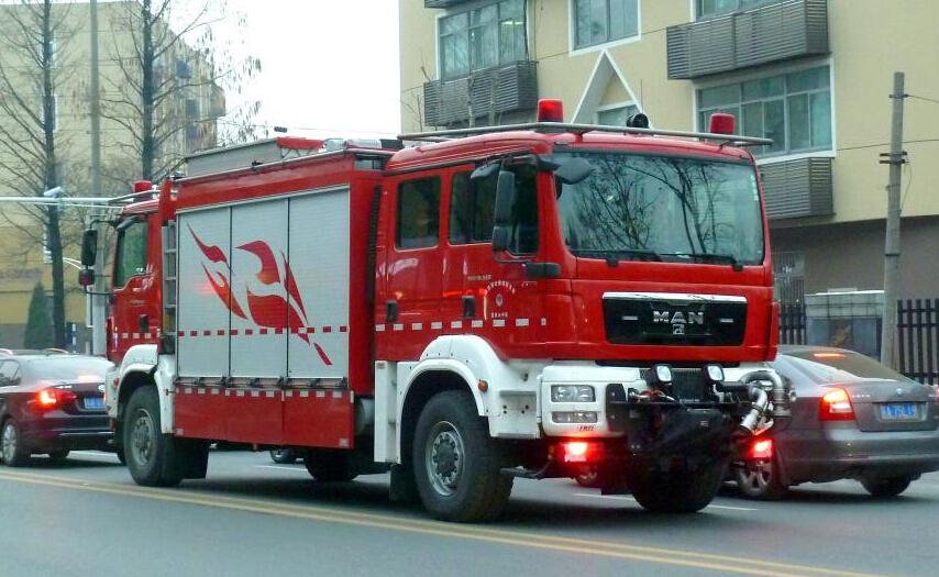 双头双向驾驶消防车